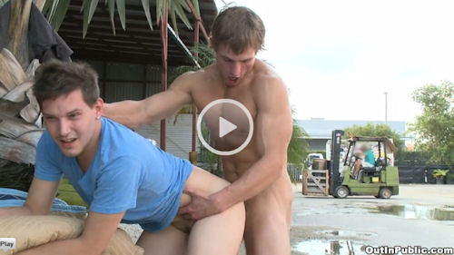 Landon_mycles_TOP_outinpublic_02
