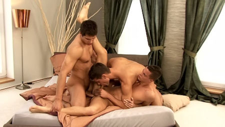 Bareback_threesome_cum_eating_belami_01