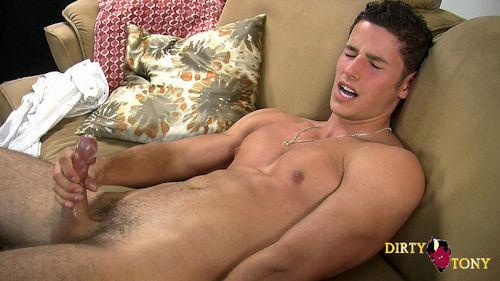 Порно мужичок дрочит, голые красивые молодые секретарши