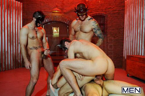 HALLOWEEN_men_masked_men_02