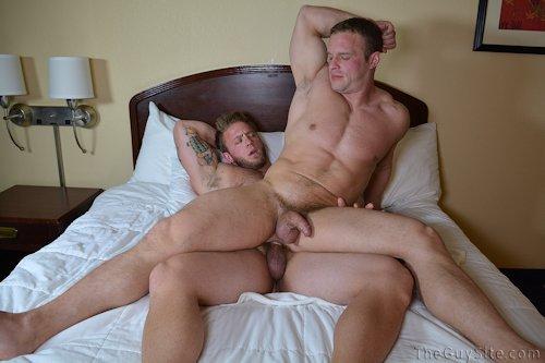 Aaron_bruise_theguyssite_01