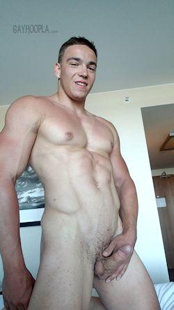 Nathan_di_antonio_gayhoopla_02