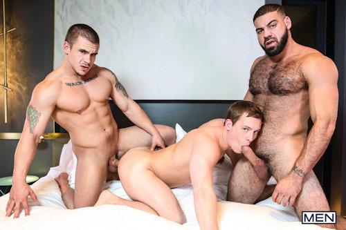 Threesome_men_02