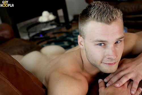 Newguy_kyleholmes_gayhoopla_01