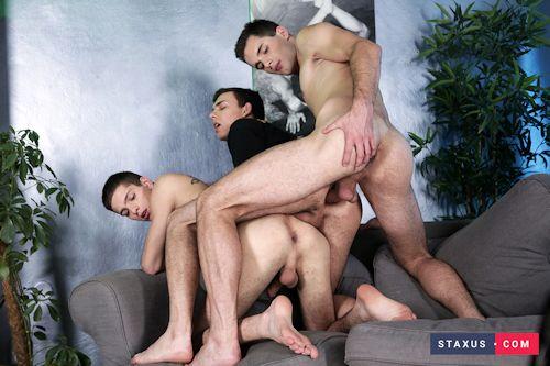 Samcarly_threesome_bareback_staxus_04
