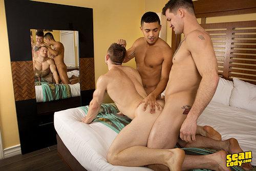 Threesome_sc_wh_ba_02