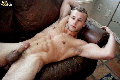 Newguy_kyleholmes_gayhoopla_02