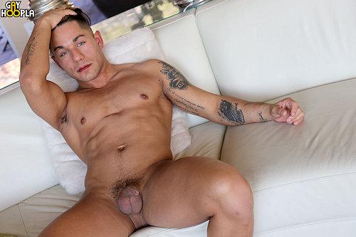 Newguy_gayhoopla_giolockwood_01