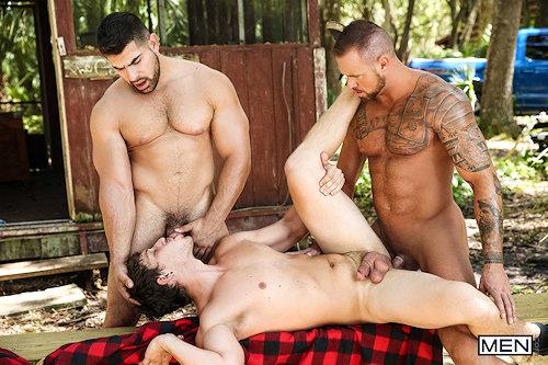 Happyhalloween_gayporn_men_01