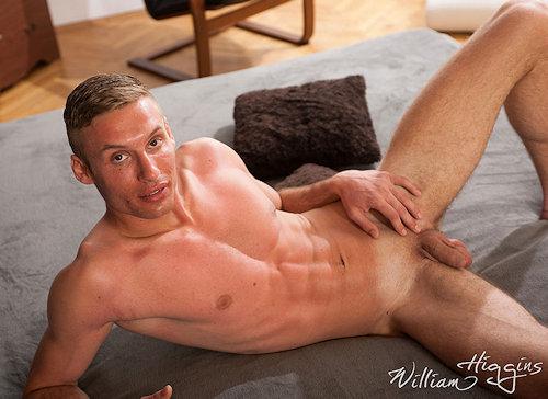 Newbies_williamhiggins_AlbertLuksik_01